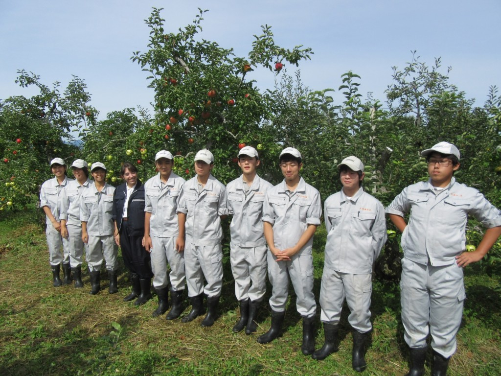 The Hanamaki Agricultural High School students with their prized apples